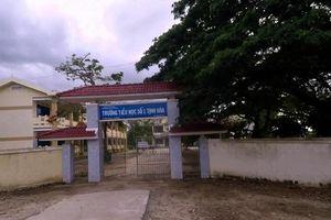 Chó xông vào sân trường cắn 6 học sinh nhập viện