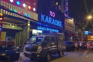 Công an khám xét quán karaoke của 'đại gia đeo vàng' Phúc XO xuyên đêm