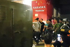 Karaoke Phúc XO bị công an xuyên đêm khám xét