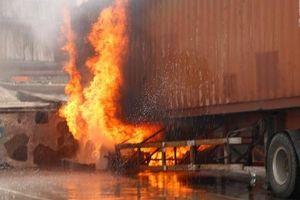 Cháy lớn ở khu công nghiệp Sóng Thần 2, hàng nghìn công nhân tháo chạy