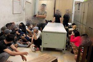 Xử lý 14 'dân bay' dùng ma túy trong vũ trường Đông Kinh
