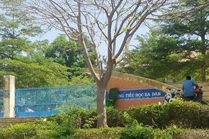 Nữ giáo viên bị đánh trước cổng trường vì chưa trả hết nợ