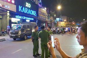 Cận cảnh công an xuyên đêm khám xét quán karaoke của ông 'vua vàng' Phúc XO