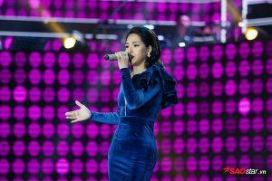 Ngọc Hà được Giao Linh phong 'Hoàng hậu', Đình Văn tặng ngay ca khúc mới trên sân khấu
