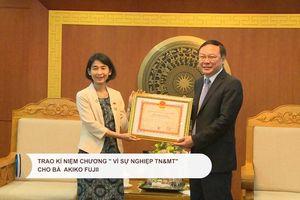 Trao Kỷ niệm chương 'Vì sự nghiệp TN&MT' cho bà Akiko Fujii