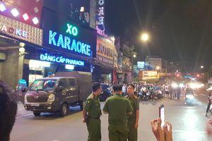Hàng chục cảnh sát khám xét quán karaoke của 'Phúc XO' lúc nửa đêm