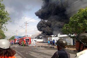 Cháy cực lớn tại khu công nghiệp Sóng Thần