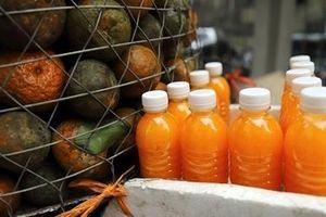 Người Hà Nội giải nhiệt nắng nóng với nước cam ép nguyên chất