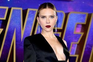 Scarlett Johansson diện vest hở bạo trên thảm đỏ 'Avengers: Endgame'