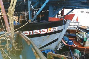 51 thuyền viên tàu câu mực gặp nạn khi cập cảng Kỳ Hà