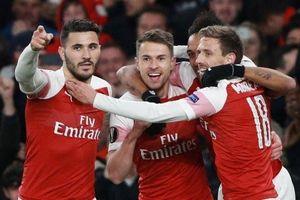 Arsenal, Chelsea cùng giành lợi thế