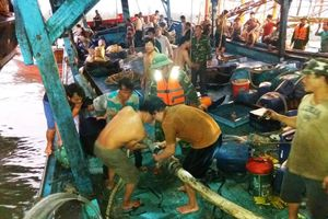 Cứu hộ thành công tàu cá cùng 51 ngư dân gặp nạn trên biển