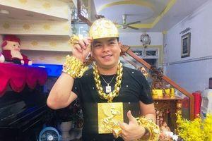 TPHCM: Phúc XO khai đeo vàng giả trên người, xe ngũ quý cũng biển giả
