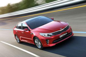 XE HOT (12/4): Bảng giá xe Kia tháng 4, 10 ôtô ế khách nhất tại Việt Nam tháng 3