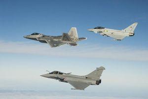 F-22 Raptor Mỹ bị máy bay Pháp bắn hạ trong không chiến tầm gần?
