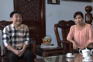 Kim Xuân kể bà bán dưa thương Anh Vũ giữa đám đông livestream, xin tiền