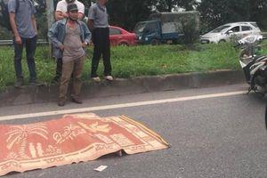 Đi bộ qua đường, cô gái bị xe khách tông tử vong trên QL1