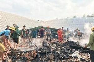 Bà hỏa thiêu rụi nhà sàn 3 gian ở Nghệ An khiến 1 người thiệt mạng