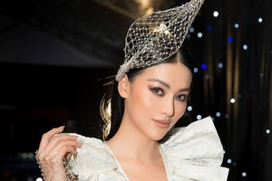 Tiểu Vy, Ngọc Trinh, Lý Nhã Kỳ đọ sắc tại show của Chung Thanh Phong