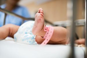 Thực hư việc y tá đánh tráo 5.000 trẻ sơ sinh cho vui