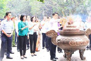 Đoàn đại biểu TP Hà Nội dâng hương tưởng niệm các Vua Hùng