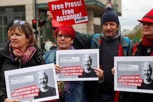 Tranh cãi việc dẫn độ nhà sáng lập WikiLeaks