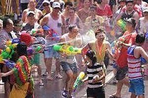 Songkran trong tinh thần tiết kiệm nước