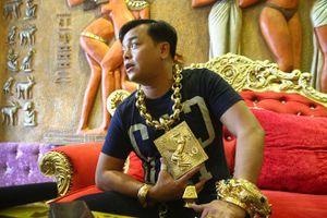 Nóng trên mạng xã hội: Giật mình vì 'xe ma, vàng giả' của Phúc XO