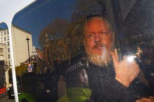Mỹ chờ dẫn độ người sáng lập WikiLeaks vừa bị bắt tại Anh