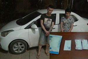 Bắt 2 đối tượng giấu gần 400 viên ma túy tổng hợp và heroin trong xe ôtô