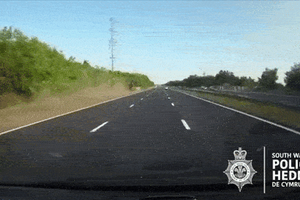 Hai ôtô chèn ép nhau trên cao tốc gây ra tai nạn