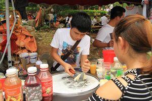 Hàng rong bủa vây, tiềm ẩn nguy cơ mất vệ sinh an toàn thực phẩm tại Lễ hội Đền Hùng