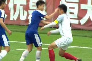 Đã có án phạt dành cho cầu thủ U17 Hà Nội đấm thẳng vào mặt đội bạn