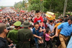 Liên tục mất đồ, lạc con nhỏ tại Đền Hùng: Có hôm tới 60 em bé bị lạc