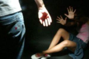 Truy bắt 2 anh em 'giam lỏng', đánh đập cô gái mang thai 6 tháng tuổi
