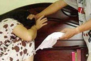 Cô gái 18 tuổi bị nhóm đòi nợ đánh sảy thai?