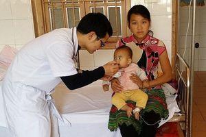 Bác sĩ 9X bỏ Thủ đô lên miền núi giúp bệnh nhân nghèo bị phơi nhiễm HIV