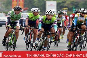 Các tay đua xe đạp giải 'Non sông liền một dải' đi qua địa phận Hà Tĩnh