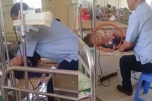 Hàng xóm bênh vực người chồng chửi, đánh vợ nằm truyền dịch ở bệnh viện
