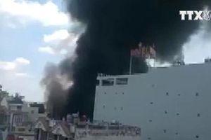 TP. HCM: Cháy gara sữa chữa khiến nhiều ôtô bị thiêu rụi