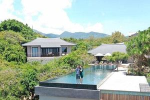 Cường Đô La khoe ảnh ngọt ngào bên Đàm Thu Trang ở resort 6 sao, dân mạng rôm rả bàn tán về giá phòng 'trên trời'