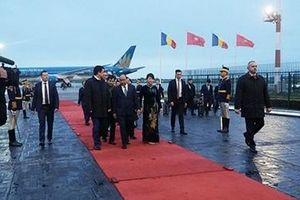 Thủ tướng Nguyễn Xuân Phúc tới thủ đô Buchares, bắt đầu chuyến thăm chính thức Rumania