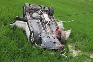 Mất lái ô tô lao xuống ruộng, tài xế tử vong