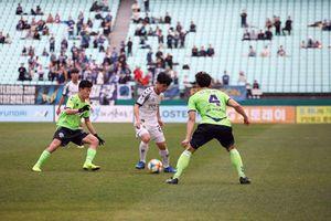 Công Phượng 'không biết phải làm sao' để đá tiền đạo ở Incheon United