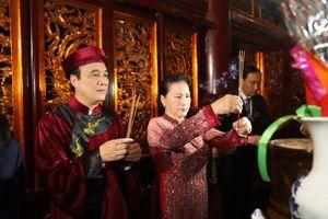 Chủ tịch Quốc hội dâng hương tưởng nhớ các Vua Hùng