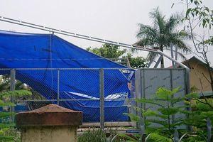 Đắk Lắk: Mái che bể bơi cho học sinh đổ sập sau cơn mưa