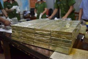 Bắt vụ ma túy 'khủng', thu giữ 600kg 'hàng trắng' cất giấu trong xe tải