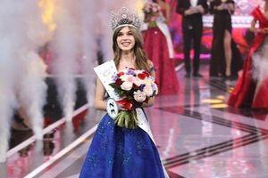 Nhan sắc vừa thơ ngây vừa gợi cảm của Hoa hậu Nga 2019