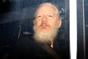 Tổng thống Ecuador cáo buộc Assange lợi dụng ĐSQ làm 'trung tâm gián điệp'