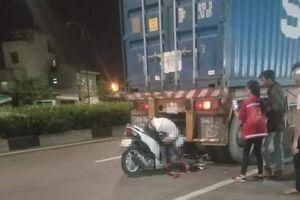 Nam thanh niên tông đuôi xe container, tử vong trong tư thế gập người